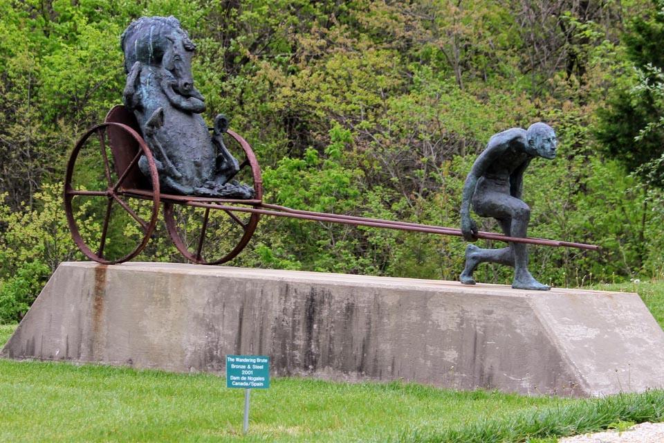 The Wandering Brute Bronze and steel 2001Dam de Nogales - Edwin Dam and Veronica de Nogales (Canada)