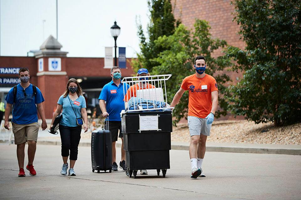 Members of the student leadership group, Oriflamme, assist new residential students and their families during the fall 2020 move-in. Photo by Doug Garfield