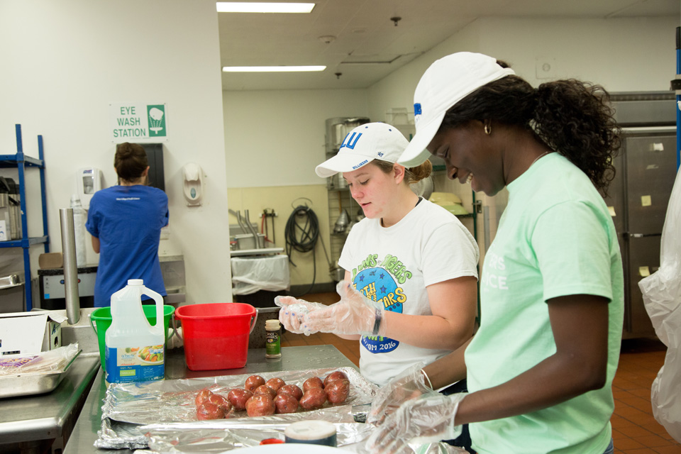 SLU Students Volunteering