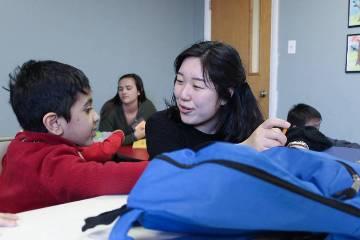 Business School Service Leader Soi Lee Grows from Tutoring Refugee Children