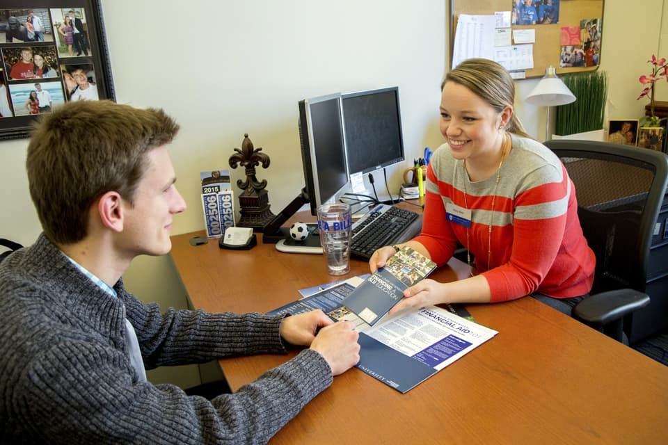 A student meets with a financial aid counselor