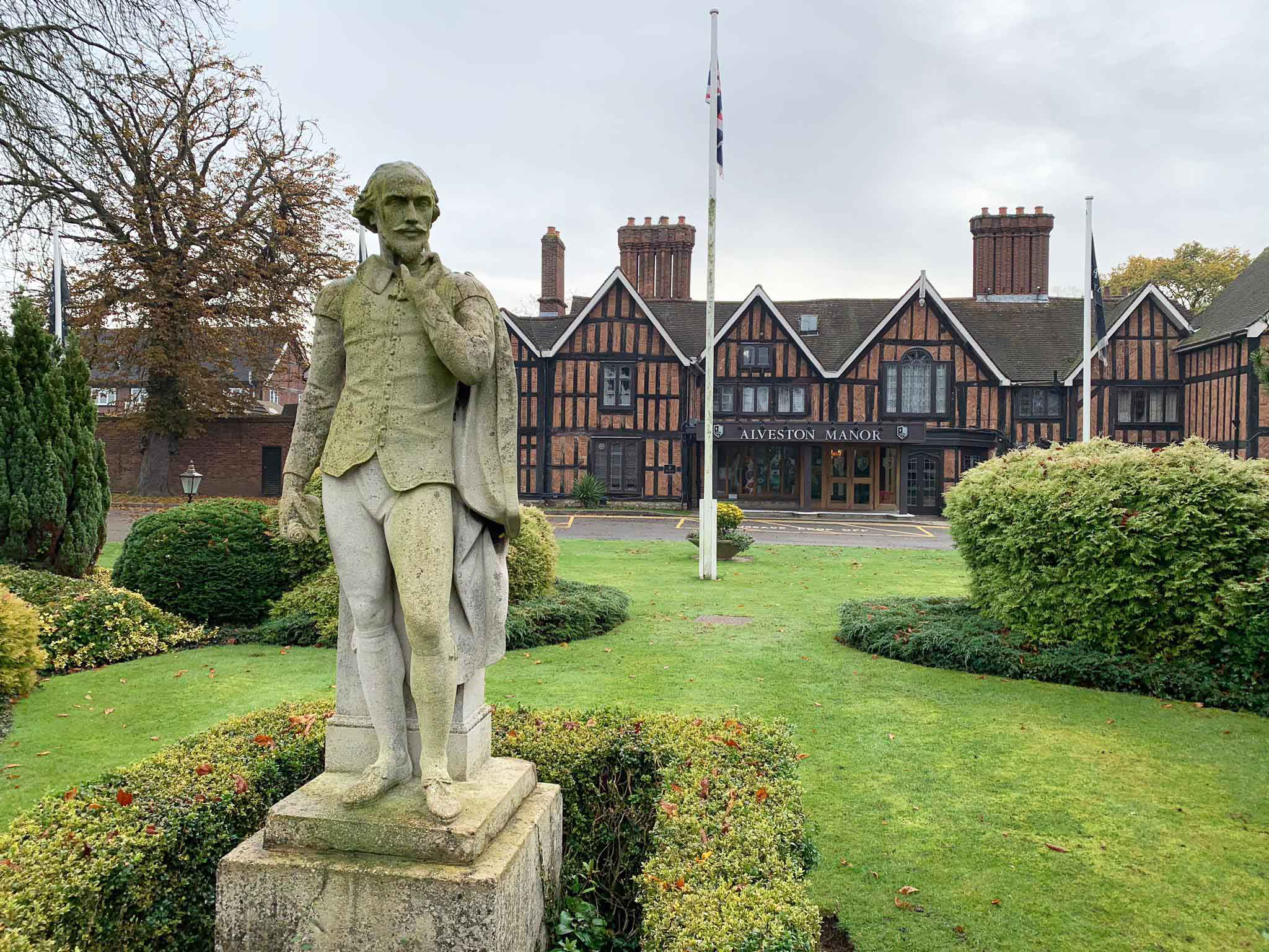 During the Early Shakespeare class trip to Stratford-upon-Avon, students stayed at the Macdonald Alveston Manor, where supposedly A Midsummer Night's Dream was first performed.