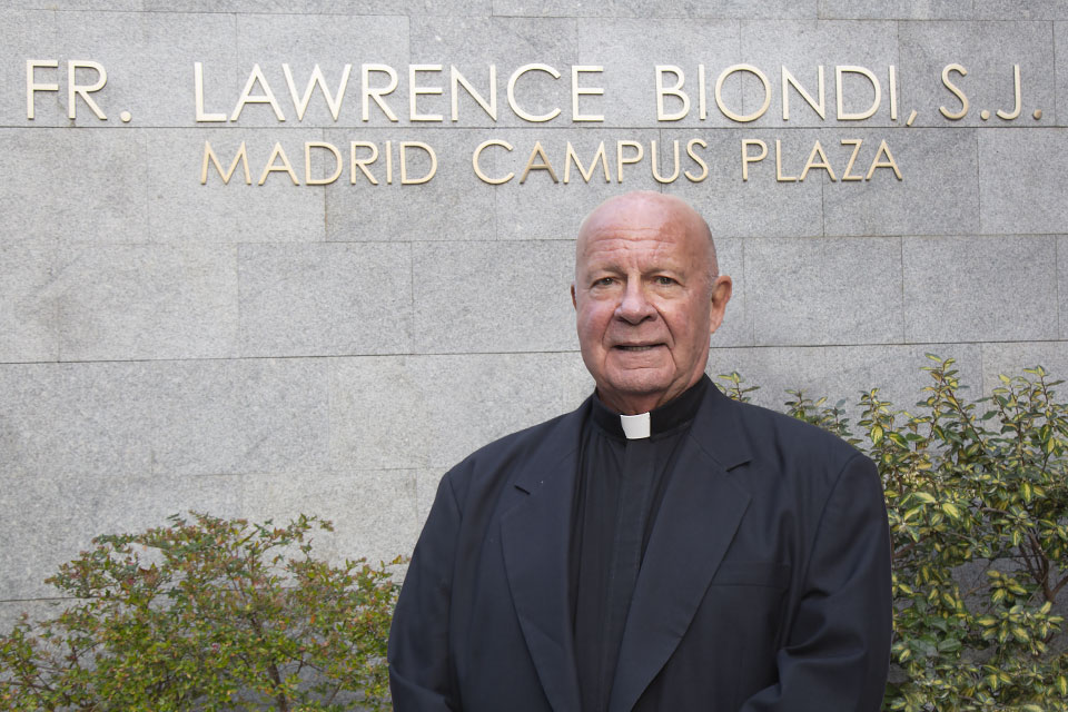 In celebration of former Saint Louis University president, Father Lawrence Biondi S.J., who served and led for more than 25 years, SLU-Madrid unveiled and dedicated the Fr. Lawrence Biondi, S.J. – Madrid Campus Plaza.