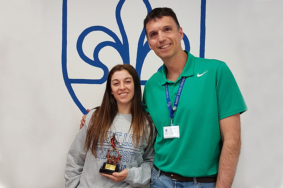 Clara Sánchez Circián is named as the SLU-Madrid Athlete of the Month in recognition of her high-level basketball game, exemplary sportsmanship and dedication to her training.