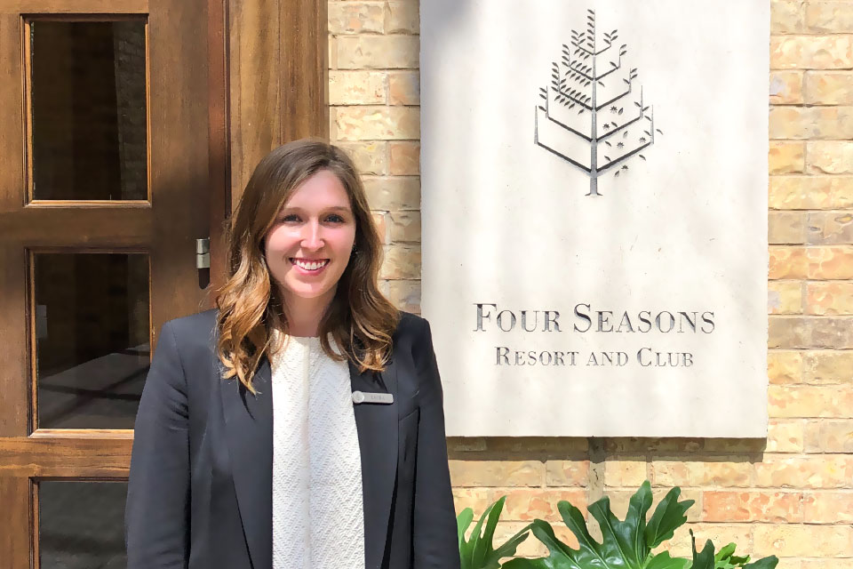 As a summer intern at the Four Seasons Hotel in Dallas, Texas, SLU-Madrid senior Laura Moyneur has gotten a first-hand look at management and operations in the hospitality industry.