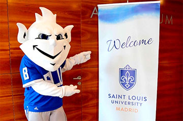 During the Spring 2021 semester, SLU-Madrid will continue to prioritize health and safety while implementing an inclusive hybrid programming model that accommodates on-campus and remote students, both inside and outside the classroom.
