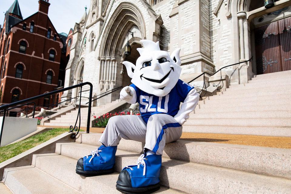 Saint Louis University : SLU