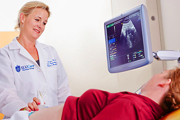 SLUCare physicians work with a pregnant woman.