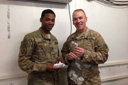 Soldiers receive cookies