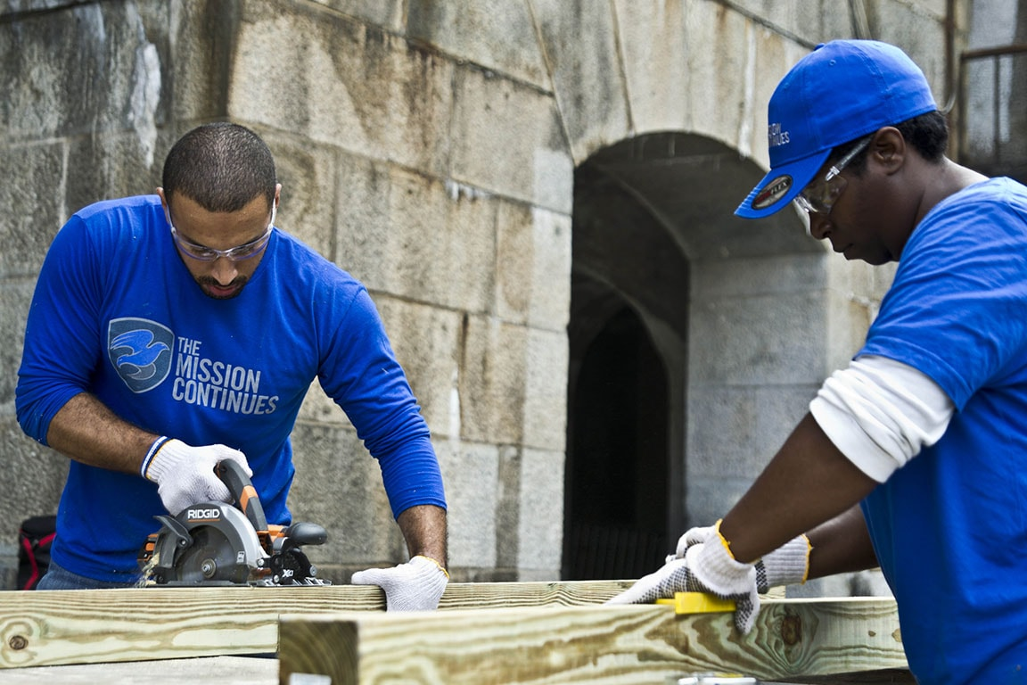 Veterans work on construction projects as they transition to civilian life.