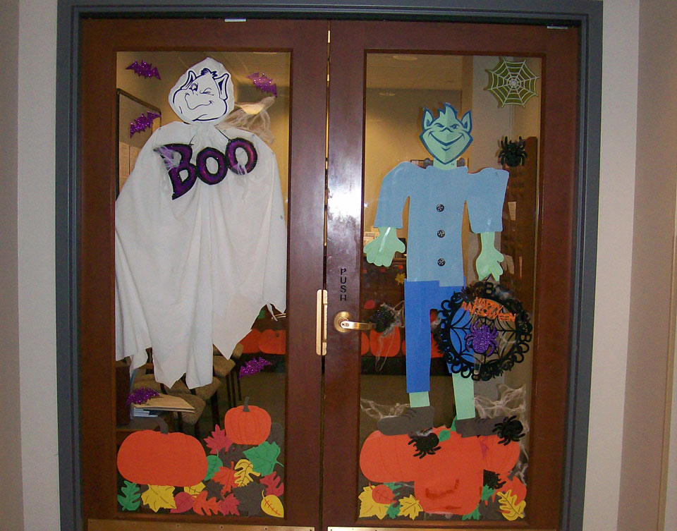 Decorating Ideas > MOVE Committee Announces Halloween DoorDecorating Contest  ~ 162340_Halloween Door Contest